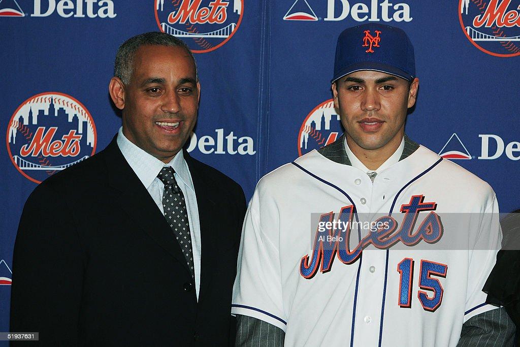 Free Agent Carlos Beltran Wears A New York Mets Jersey