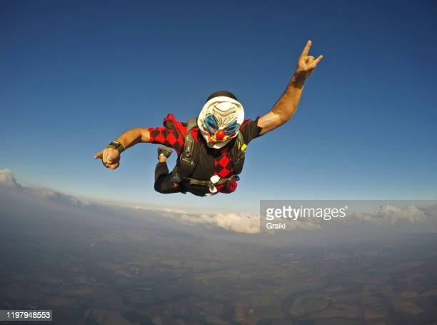 a free falling clown - darstellender künstler stock-fotos und bilder