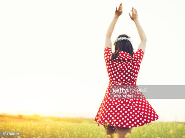 Chica en el campo de
