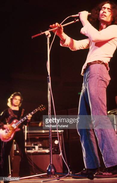 Free perform on stage in 1972 Paul Kossoff Paul Rodgers