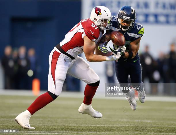 Free safety Earl Thomas of the Seattle Seahawks nearly intercepts the ball against tight end Troy Niklas of the Arizona Cardinals in the fourth...