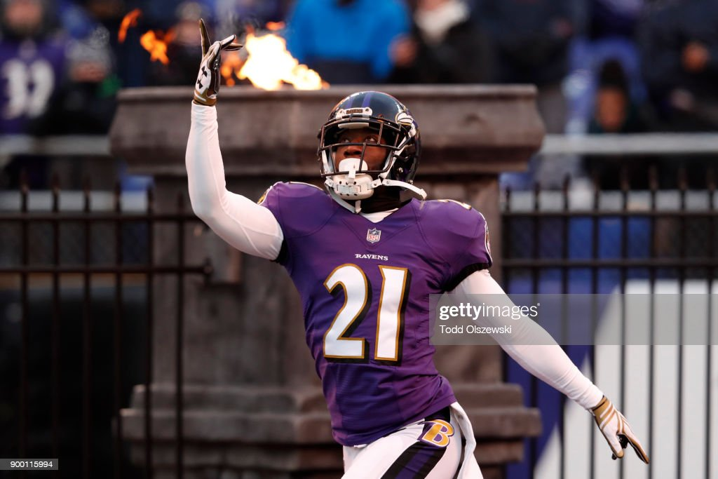 Free Safety Lardarius Webb #21 of the Baltimore Ravens takes the field prior to the game against the Cincinnati Bengals at M&T Bank Stadium on December 31, 2017 in Baltimore, Maryland.
