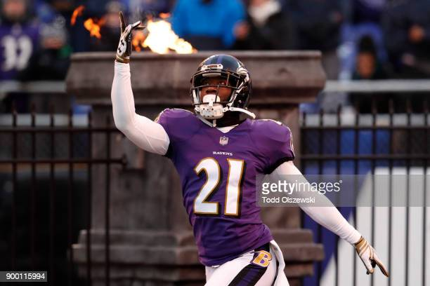 Free Safety Lardarius Webb of the Baltimore Ravens takes the field prior to the game against the Cincinnati Bengals at M&T Bank Stadium on December...