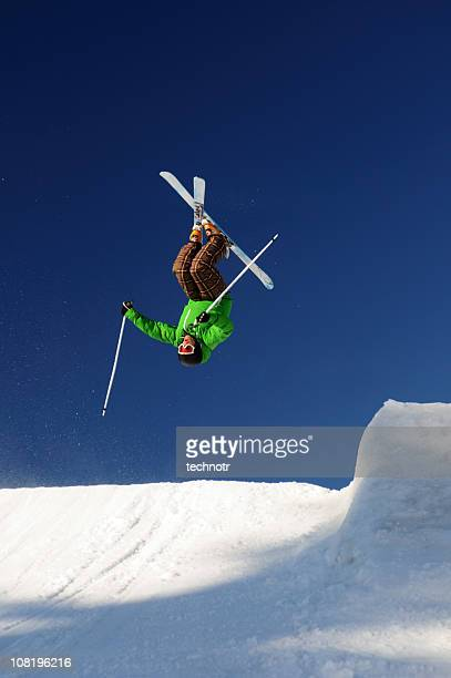free style skier - freestyle skiing stock pictures, royalty-free photos & images