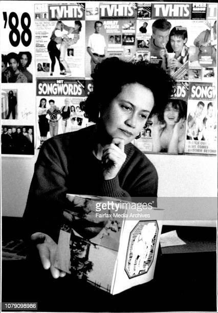 Freebies And Bribes Lisa Anthony Editor of Hit Song Words Magazine with a promo cube for the group 10000 Maniacs' new LP 'Bind Man's Zoo' June 29 1989
