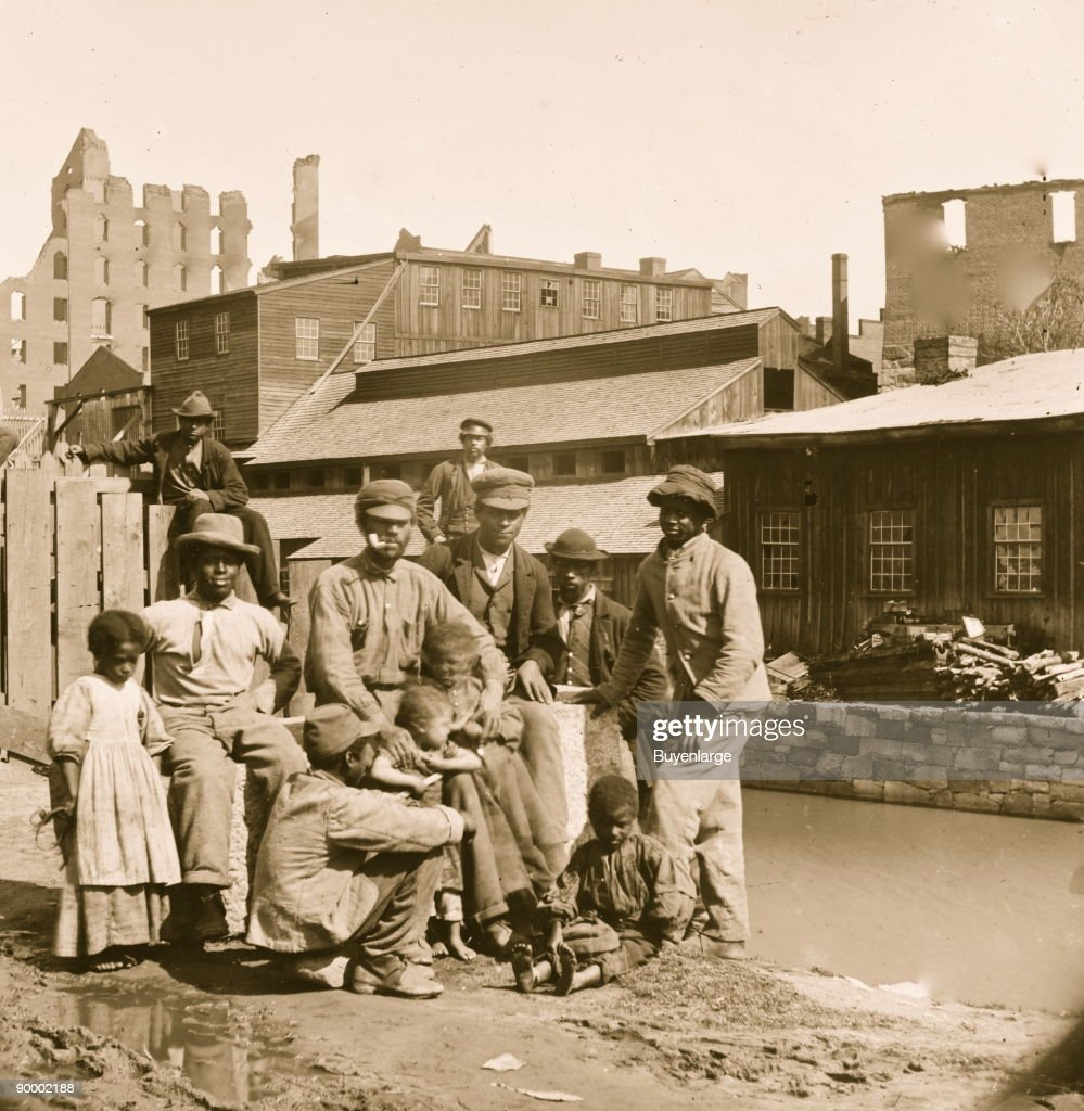 Freed Negroes by the Richmond Canal : News Photo