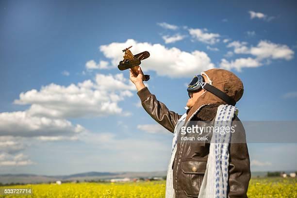 Liberté de rêve-enfants avec avion