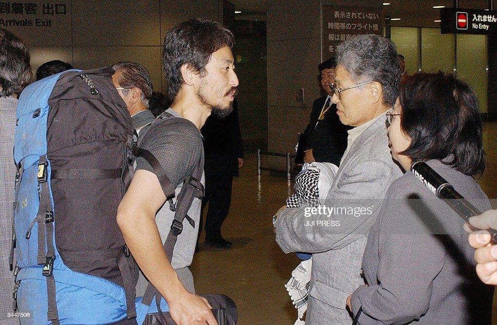 Freelance journalist Junpei Yasuda (L), : News Photo