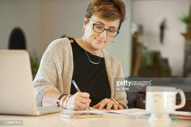 freelancing her way to financial security - security_(finance) stock pictures, royalty-free photos & images