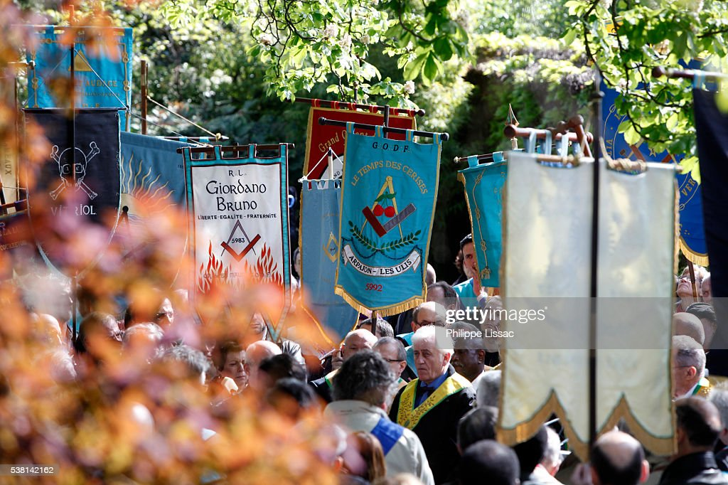 Freemasons' rally at Pere Lachaise cemetery : Foto stock