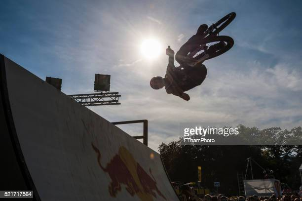 freestyle mountainbike (mtb) - freestyle stock pictures, royalty-free photos & images