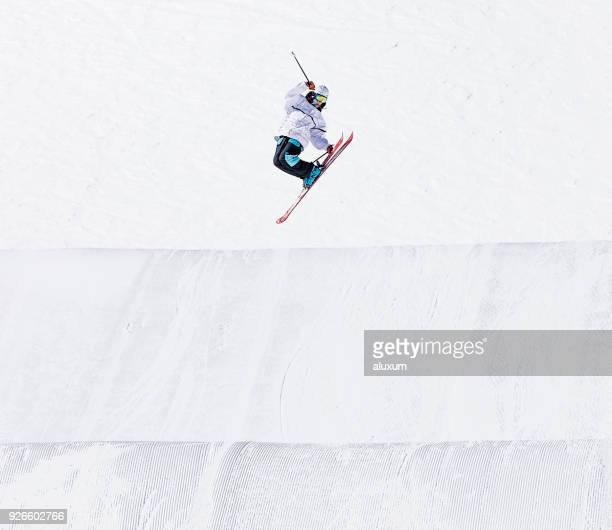 freestyle skier jumping - freestyle skiing stock pictures, royalty-free photos & images