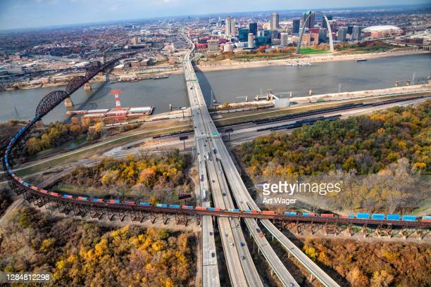freeway into st. louis - missouri stock pictures, royalty-free photos & images
