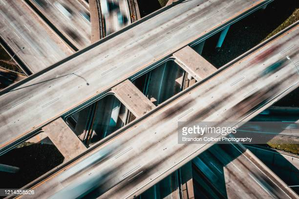 freeway overpass/ covid19 - transport stock pictures, royalty-free photos & images