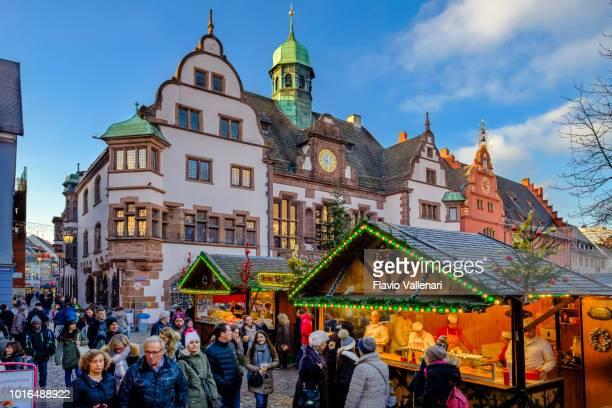 フライブルク ・ イム ・ ブライスガウ、クリスマス マーケット (ドイツ ・ バーデン = ヴュルテンベルク州) - フライブルク・イム・ブライスガウ ストックフォトと画像