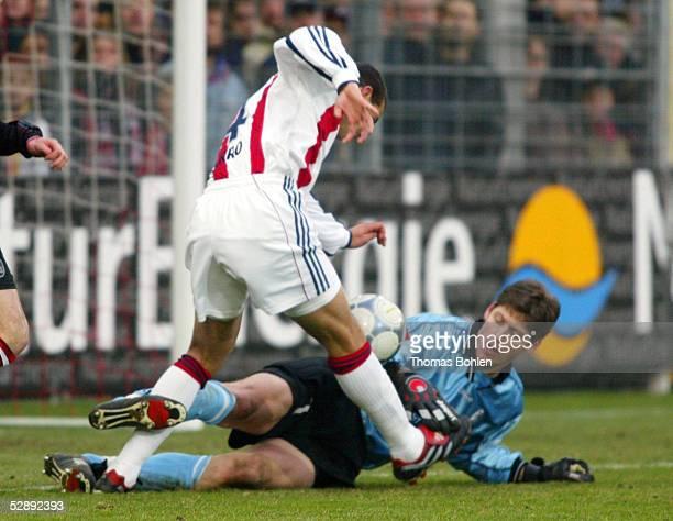 1 BUNDESLIGA 01/02 Freiburg SC FREIBURG FC BAYERN MUENCHEN 02 Claudio PIZARRO/BAYERN TORWART Richard GOLZ/FREIBURG