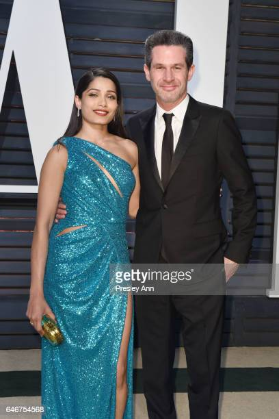 Freida Pinto and Simon Kinberg attend the 2017 Vanity Fair Oscar Party hosted by Graydon Carter at Wallis Annenberg Center for the Performing Arts on...
