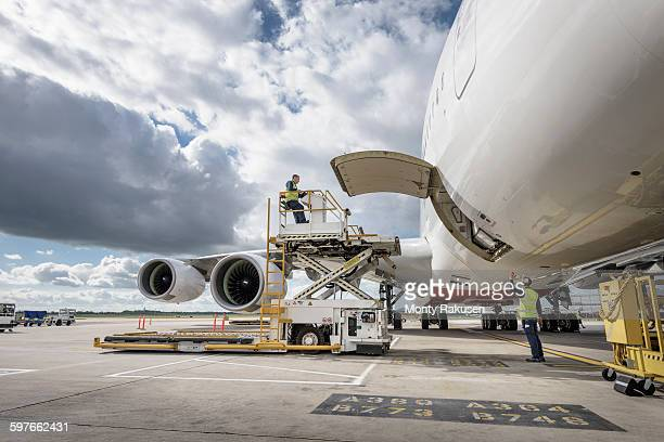 Freight handling machinery with A380 aircraft