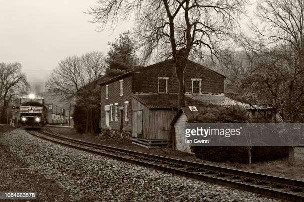 freight train, delaplane, virginia - ian gwinn stockfoto's en -beelden