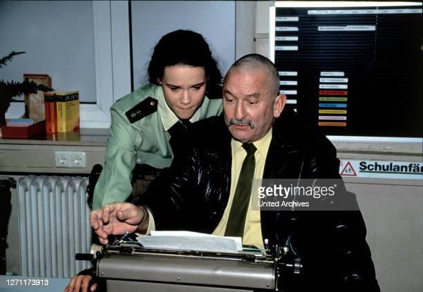 Freitag, der 13. D 1994/95 / Andrew Higgs Polizeimeisterin Judith Arend , Polizeioberkommissar Hans Maybach .