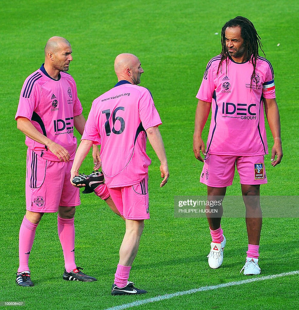 French 1998 World Cup champions Zinedine Zidane (L), Fabien Barthez (C) and former professional tennis player Yannick Noah (R) discuss prior the football exhibition match Calais vs. Varietes Club de France, on May 25, 2010 at the Epopee stadium in Calais, northern France. This exhibition match between Calais and a team made up of French 1998 World Cup champions stands to commemorate amateur team of Calais epic run to the final of the 2000 Coupe de France.