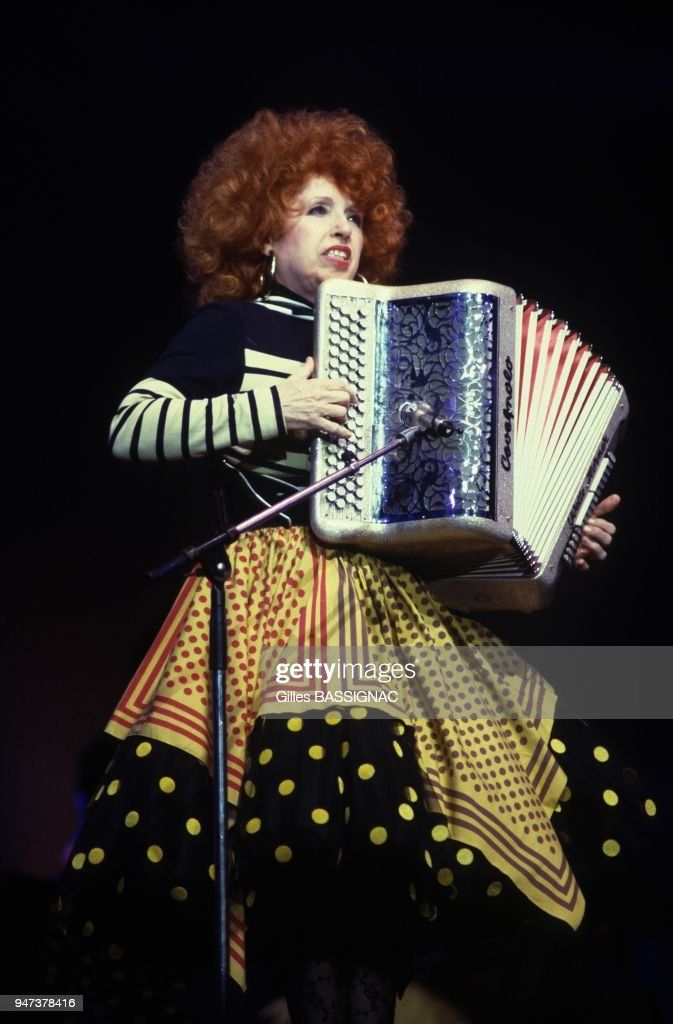 French Accordion Player Yvette Horner On TV Set... : Photo d'actualité