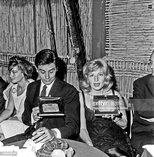 French actor Alain Delon and Italian actress Monica Vitti showing the 'Ciak d'oro' award they just got during the awarding ceremony in a club in...