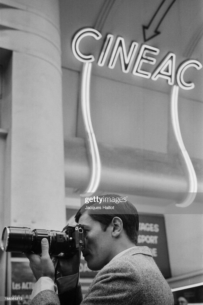French actor Alain Delon on the set of Paris brÌÄåÈle-t-il?, based on the book by Dominique Lapierre and directed by RenÌÄå© ClÌÄå©ment.