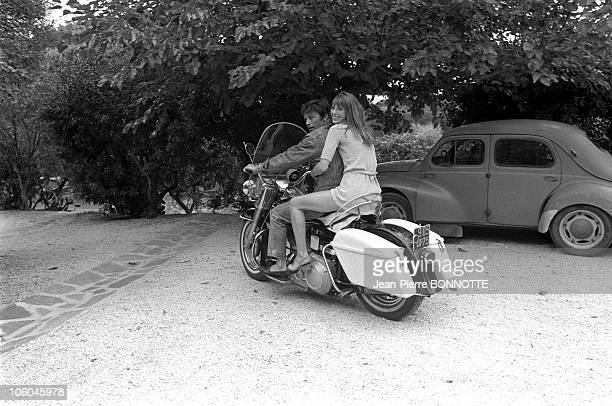 French actor Alain Delon with female counterpart Jane Birkin on the set of the movie The Swimmiong Pool directed by Jacques Deray in August 1968 in...