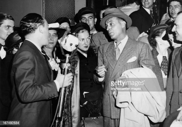 French actor Charles Boyer at his arrival in Paris/Gare Saint Lazare 1936 Photograph Der französische Schauspieler Charles Boyer bei seiner Ankunft...