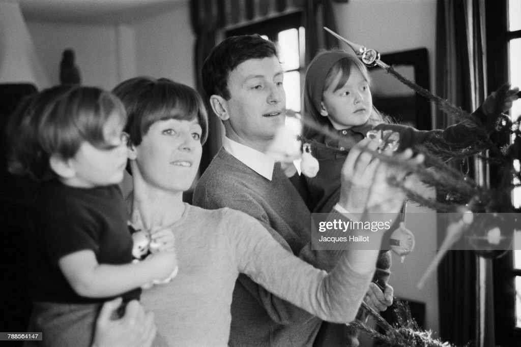 Claude Rich with Family : News Photo