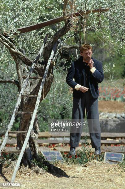 French actor Daniel Auteuil on the set of the film Jean de Florette directed by Claude Berri