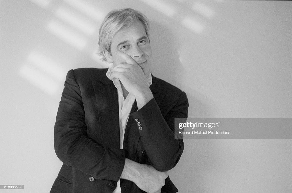 Jacques Weber Leaning Against a Wall : Photo d'actualité