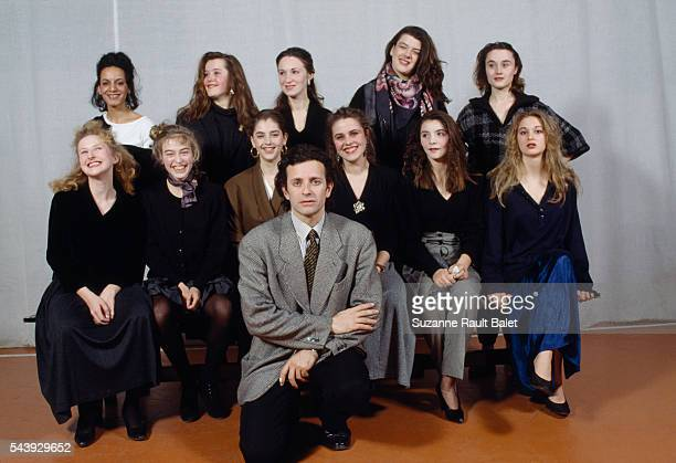 French actor Francis Huster teacher at the drama school Cours Florent with his female students Among them is Cristiana Reali who will later become...