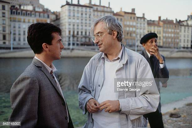 French actor François Cluzet chats to French director Bertrand Tavernier on the set of Round Midnight based on the David Rayfiel screenplay American...