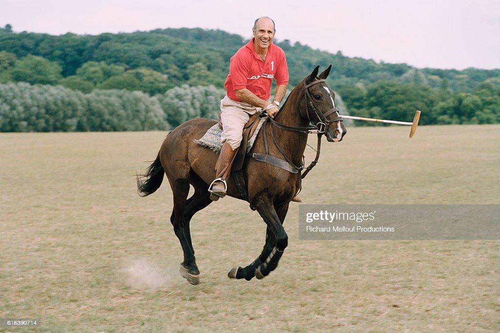 Actor Guy Marchand Rides Polo Horse in Dourdan : Photo d'actualité