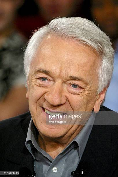 French actor JeanPierre Cassel during the sunday show 'Vivement Dimanche' presented by Michel Drucker who's guest is the French actress Danielle...