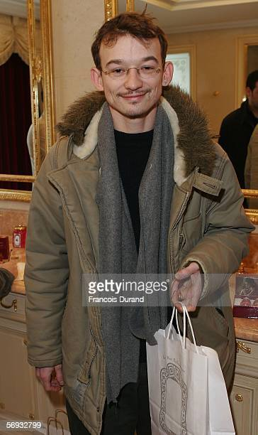 French actor Julien Courbet attends the Espace Glamour Chic gift lounge at the George V hotel on February 23 2006 in Paris France Espace Glamour Chic...