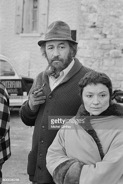 French actor Philippe Noiret with his wife Monique Chaumette on the set of Le trèfle à cinq feuilles written and directed by Edmond Freess