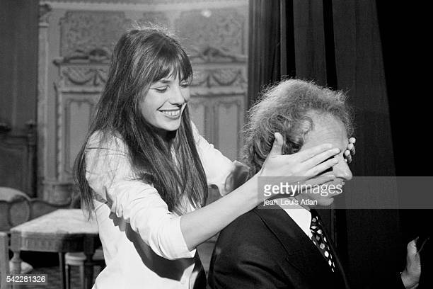 French actor Pierre Richard and English actress Jane Birkin on the set of the movie La Moutarde Me Monte au Nez directed by Claude Zidi