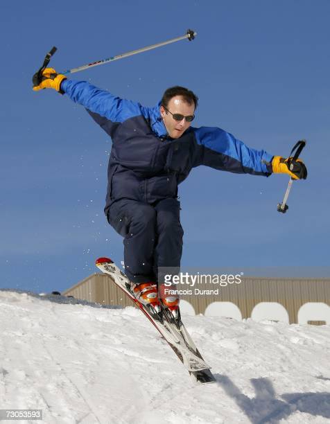French actor PierreFrancois Martin Laval skis in L'Alpe d'Huez during the 10th comedy film festival on January 20 2007 in L'Alpe d'Huez near Grenoble...