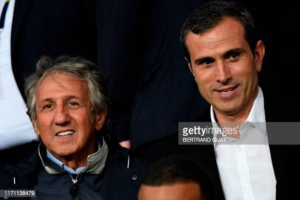 French actor Richard Anconina and Portuguese former football forward Pauleta wait for the French L1 football match between Paris Saint-Germain and...