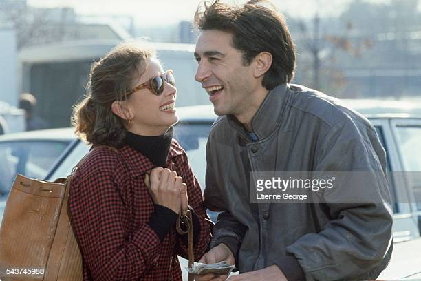French actor Richard Berry and Spanish actress Victoria Abril on the set of the film 'L'Addition' by French director Denis Amar