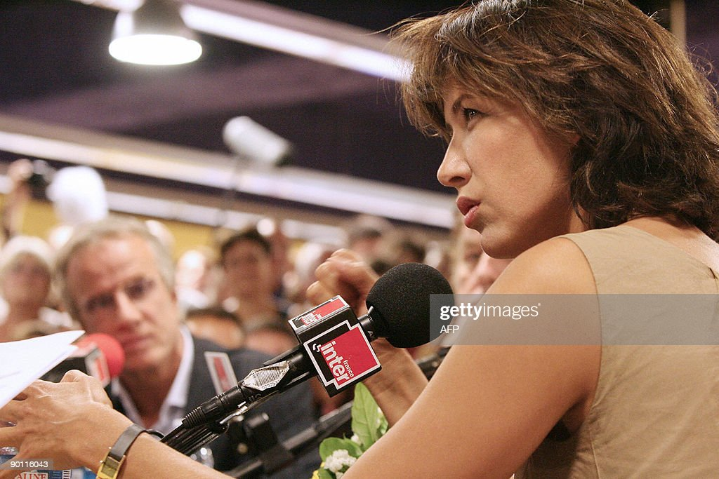 French actor Sophie Marceau answers jour : News Photo