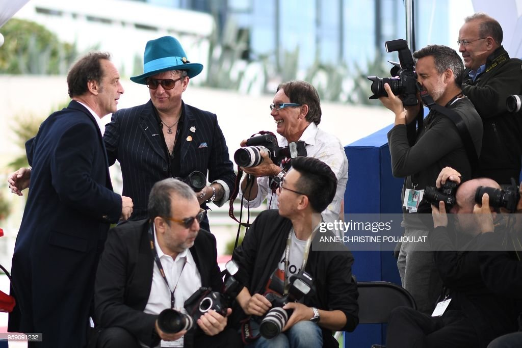 French actor Vincent Lindon poses on May 16, 2018 with a photographer during a photocall for the film 'At war (En Guerre)' at the 71st edition of the Cannes Film Festival in Cannes, southern France.