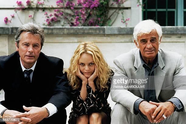 French actors Alain Delon Vanessa Paradis and JeanPaul Belmondo on set of the film Une Chance sur Deux directed by Patrice Leconte