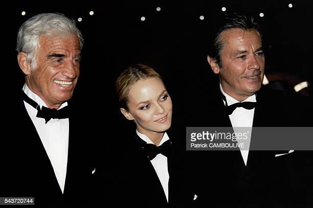 French actors Alain Delon Vanessa Paradis and JeanPaul Belmondo on set of the film Une Chance sur Deux directed by Patrice Leconte