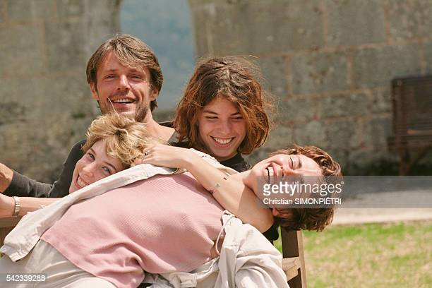 French actors Alexia Stresi Lambert Wilson Lou Doillon and Elise Perrier on the set of the film Trop Peu d'Amour directed by Jacques Doillon