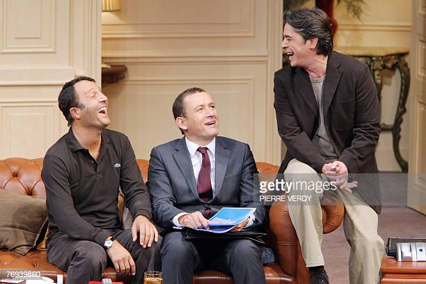 """French actors Arthur , Dany Boon and Stephane Bierry perform during a rehearsal of the play """"Le d?ner de Cons"""", 19 September 2007 at the Theatre de..."""