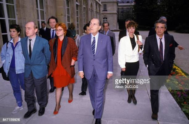 French actors at Elysee Palace with President Francois Mitterrand to support the Restaurants du Coeur from left to right Miou Miou Michel Blanc Paul...